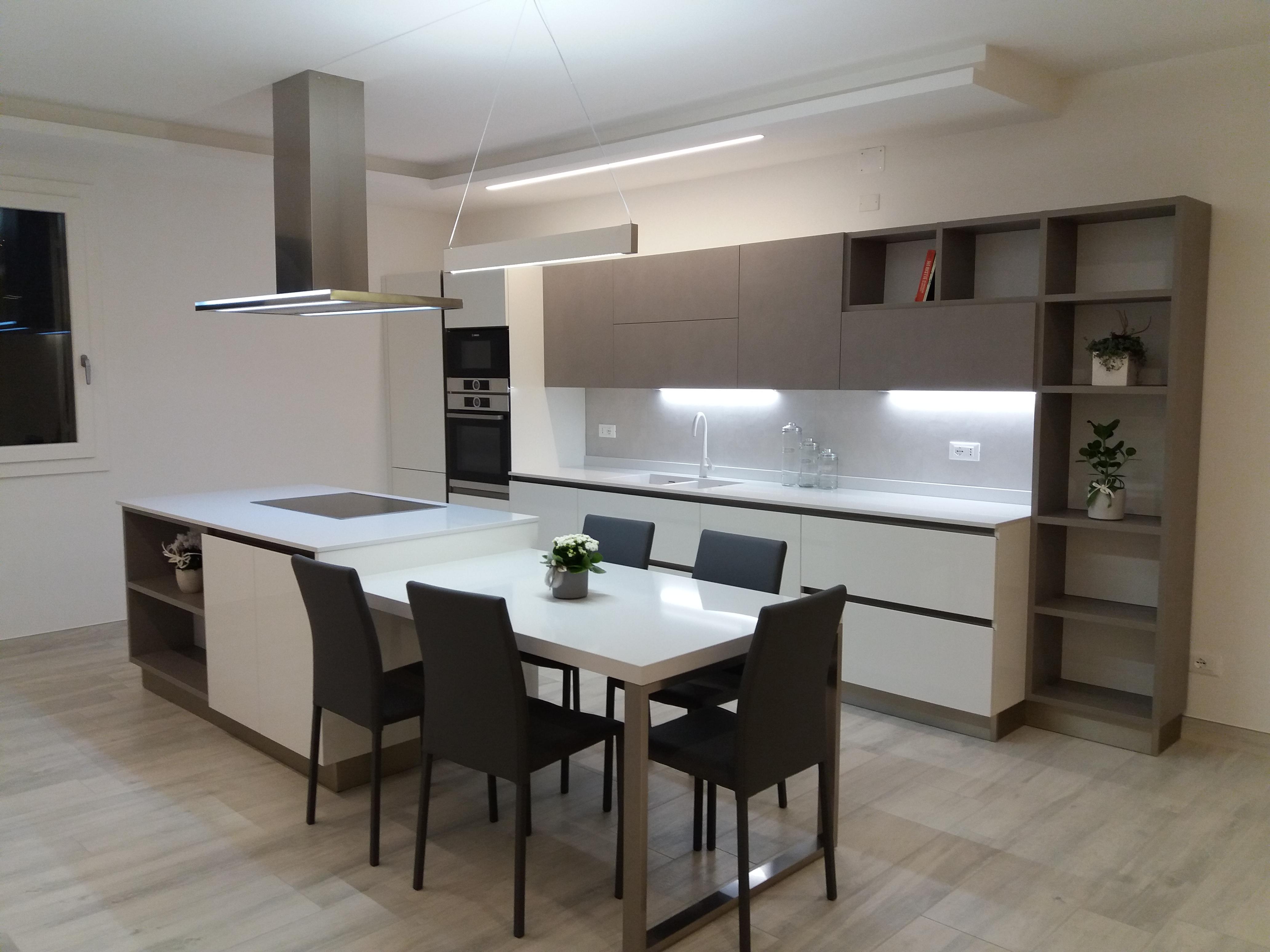 Cucina -OYSTER LACCATA- Veneta Cucine - Minelle Arredamenti